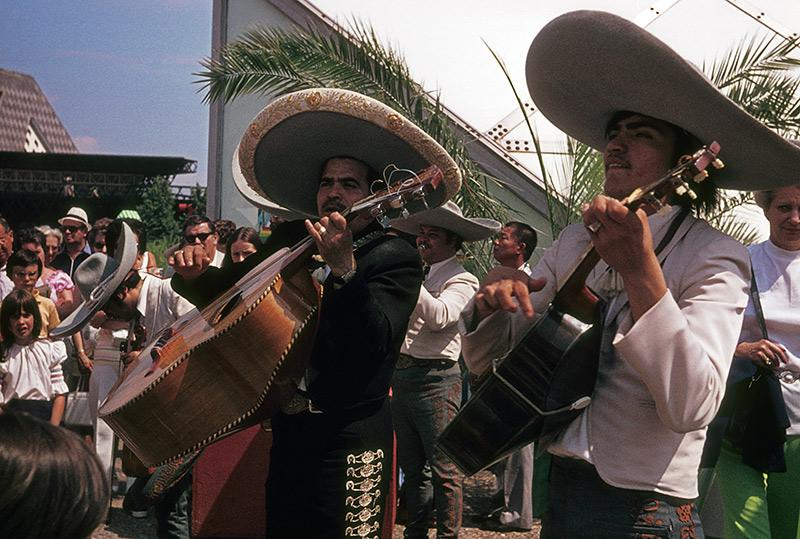1974-mexico-musicians.jpg