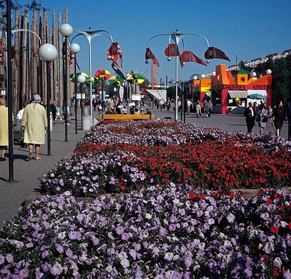la-ronde-flowers.jpg