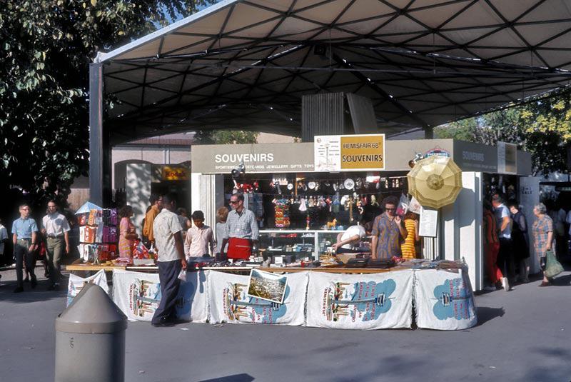 souvenir-stand.jpg