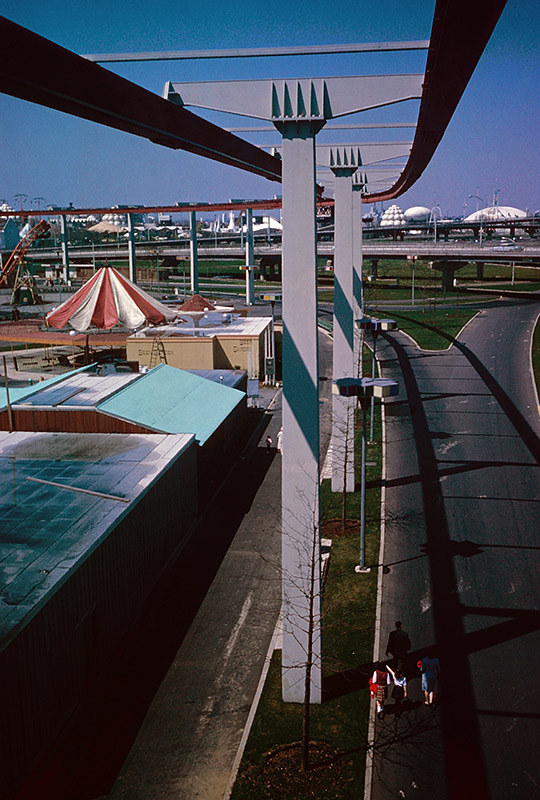 amf-monorail-nose-view.jpg