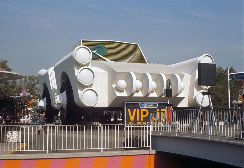 chrysler-giant-car.jpg