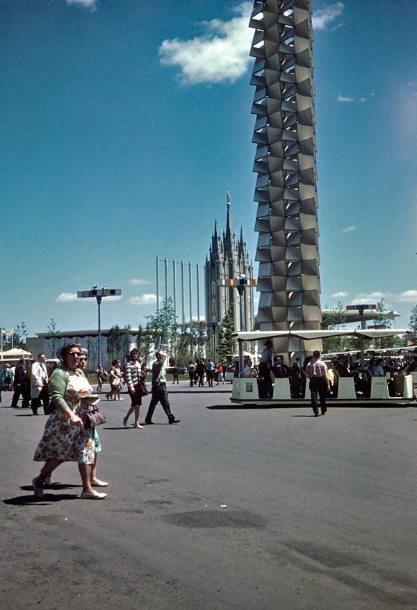 entrance-pylon-gotham-plaza.jpg