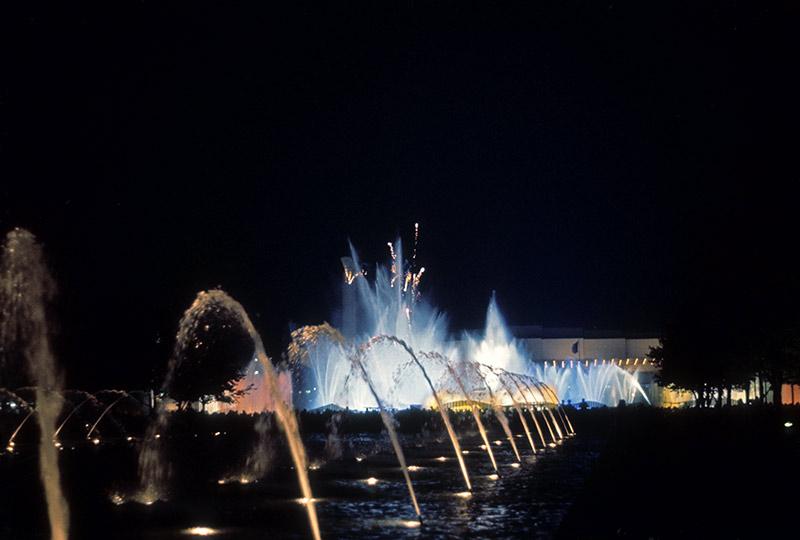 fountain-fairs-night.jpg