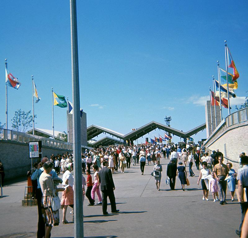 gotham-plaza-pole-64.jpg