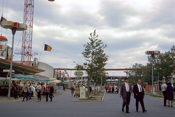 lake-amusement-street.jpg