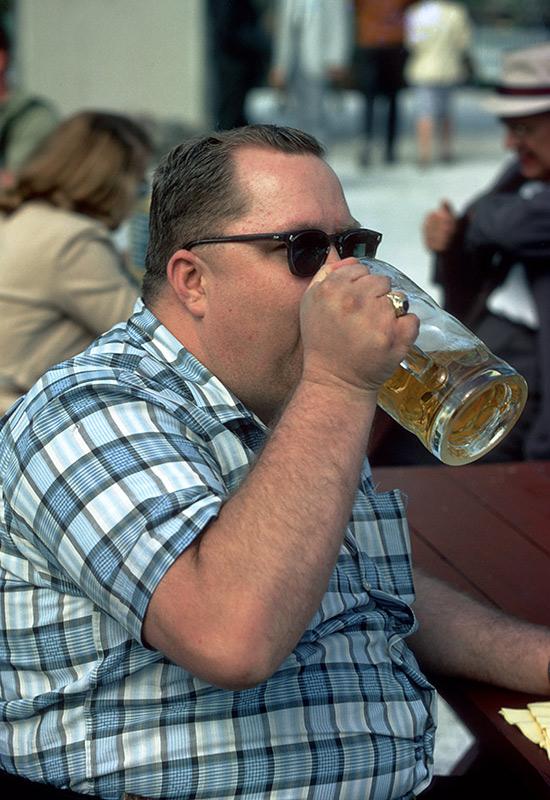 lowenbrau-drinking.jpg