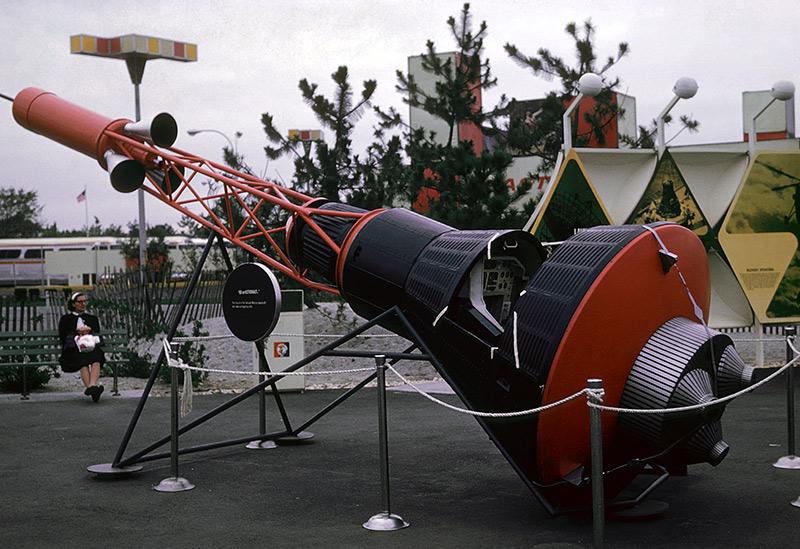 space-park-mercury-capsule.jpg
