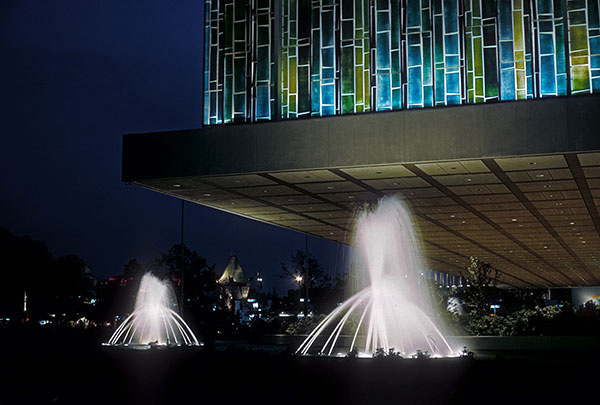 united-states-night-fountains.jpg